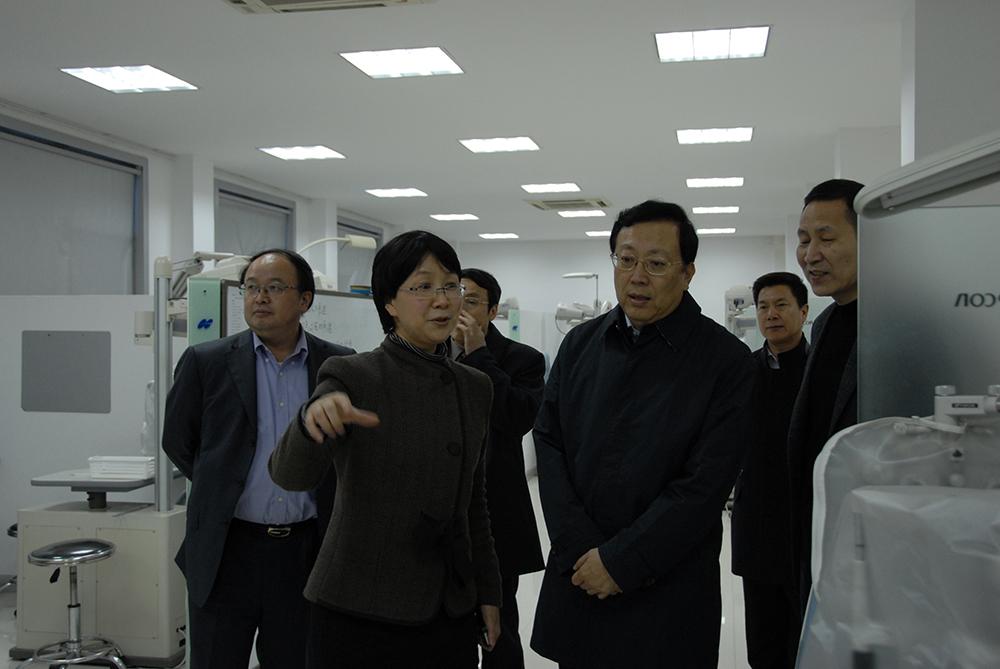2012年3月20日,教育部副部长郝平